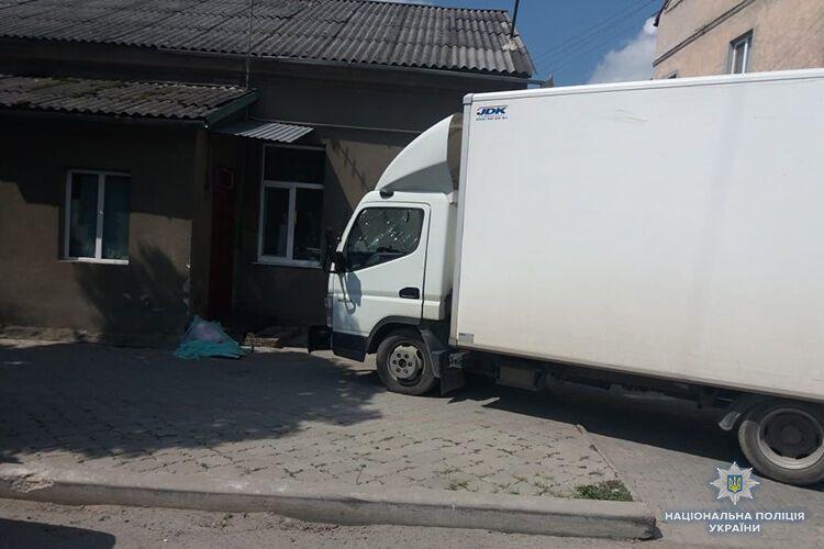 Смертельна ДТП: на Тернопільщині збили матір із дитиною