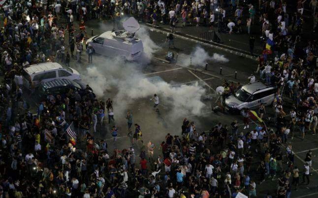 Протесты в Румынии: Бухарест охватили массовые акции протеста: более 100 пострадавших. Фото и видео 7