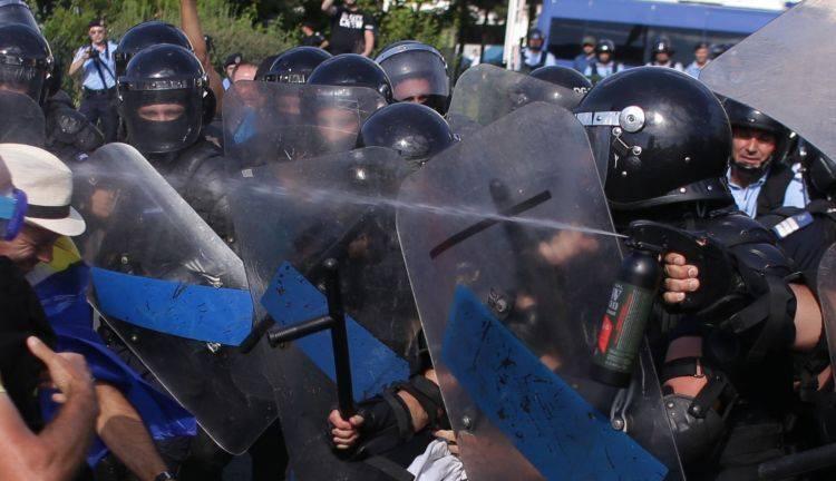 Протесты в Румынии: Бухарест охватили массовые акции протеста: более 100 пострадавших. Фото и видео 6