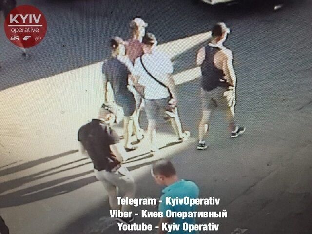 У Києві біля вокзалу розстріляли людей