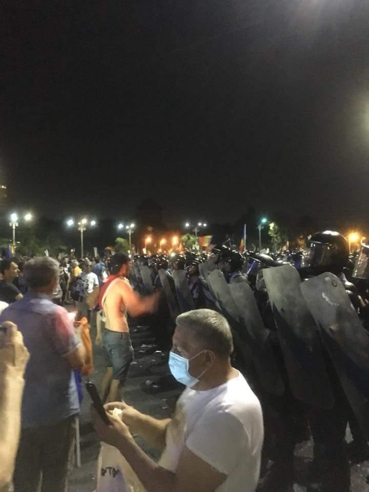 Протесты в Румынии: Бухарест охватили массовые акции протеста: более 100 пострадавших. Фото и видео 4