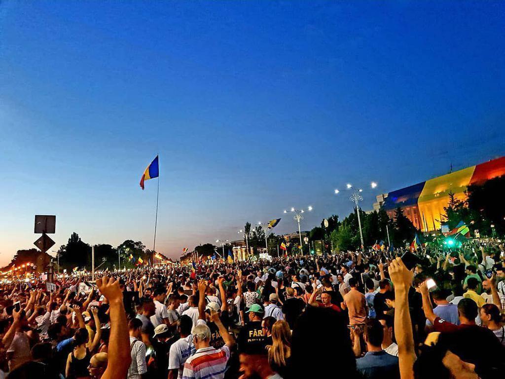 Протесты в Румынии: Бухарест охватили массовые акции протеста: более 100 пострадавших. Фото и видео 8