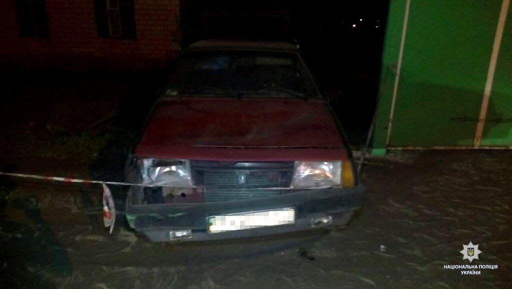 На Харківщині машина влетіла в зупинку з людьми
