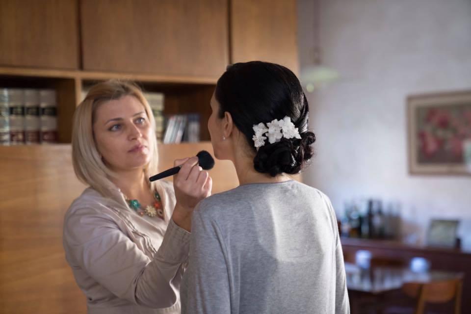 Наталия работает косметологом