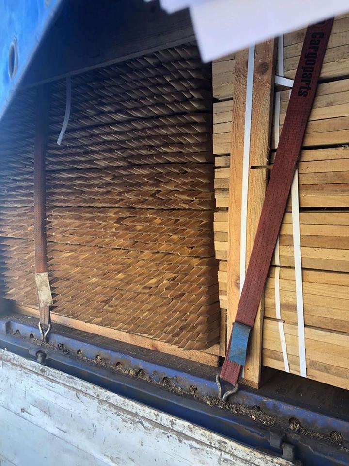 Митники затримали партію рідкісної деревини