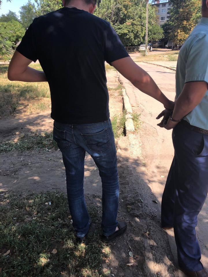 На Донеччині спіймали на великому хабарі топ-чиновника