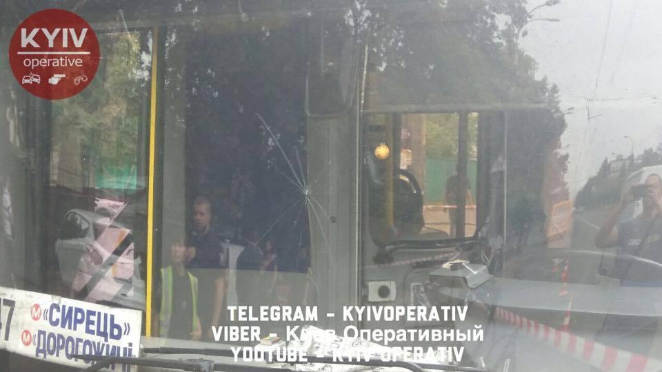 У Києві посеред дороги зчинилася стрілянина