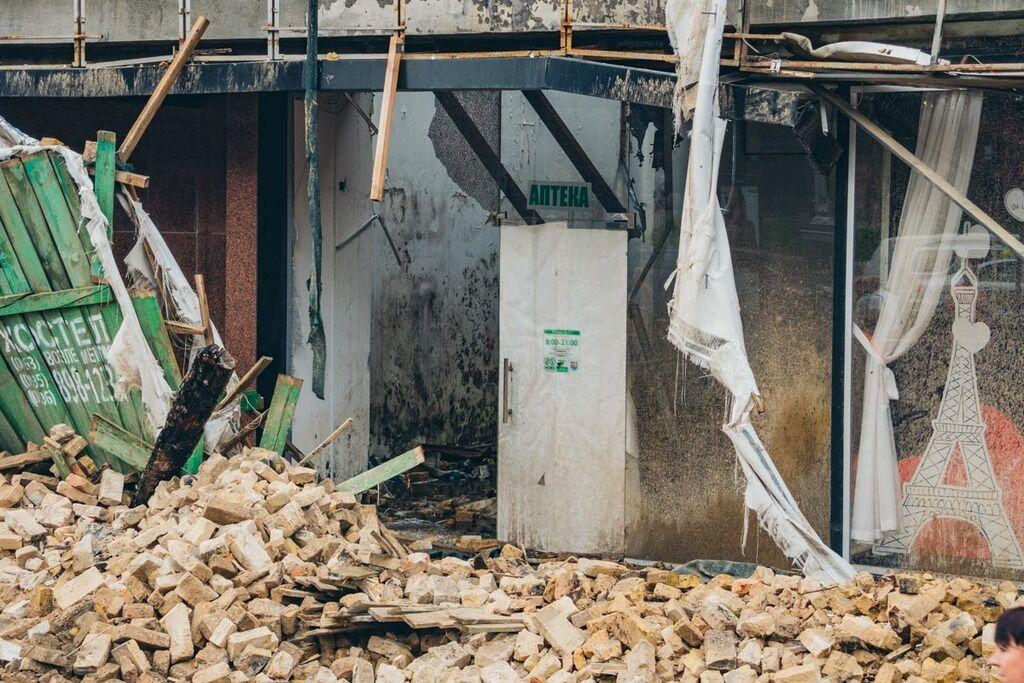Ночная буря обрушила известное здание в центре Киева: появились фото и видео