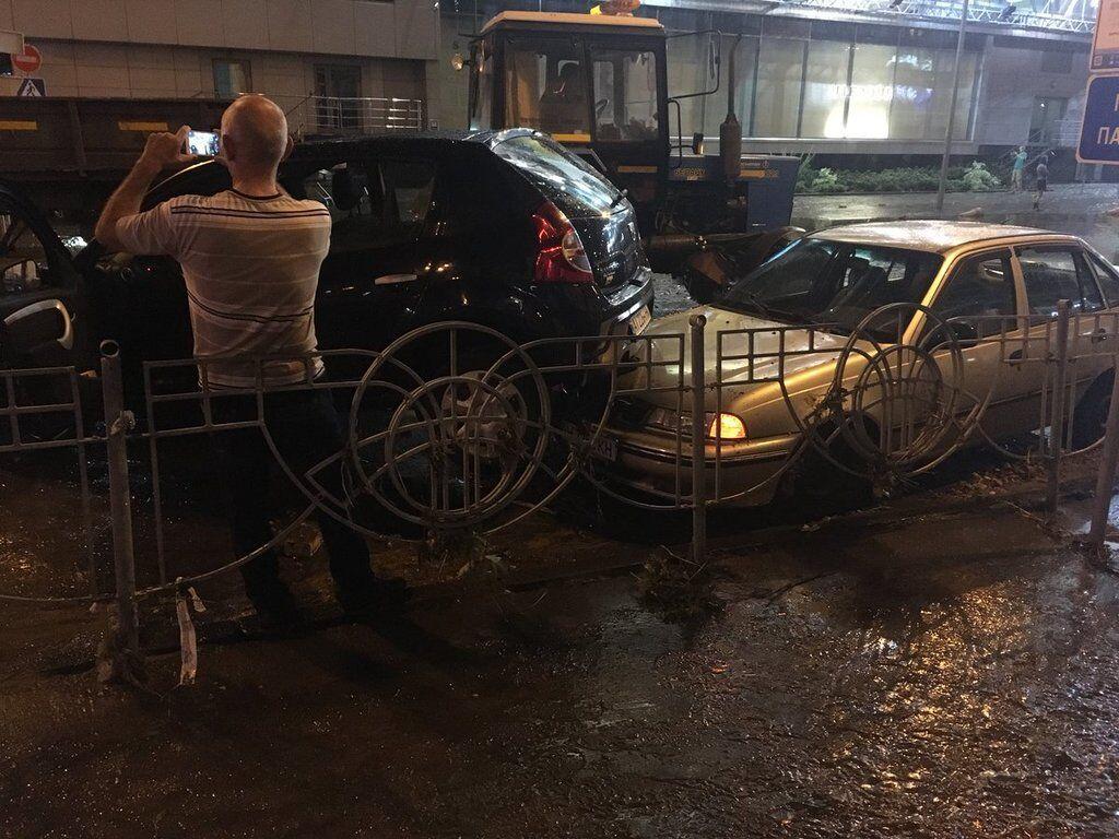 Киев ушел под воду: появились фото и видео