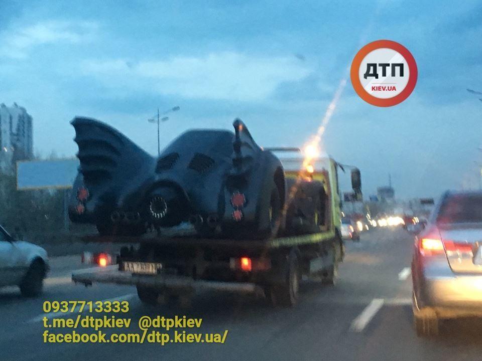 Легендарне авто Бетмена засвітилося в Києві