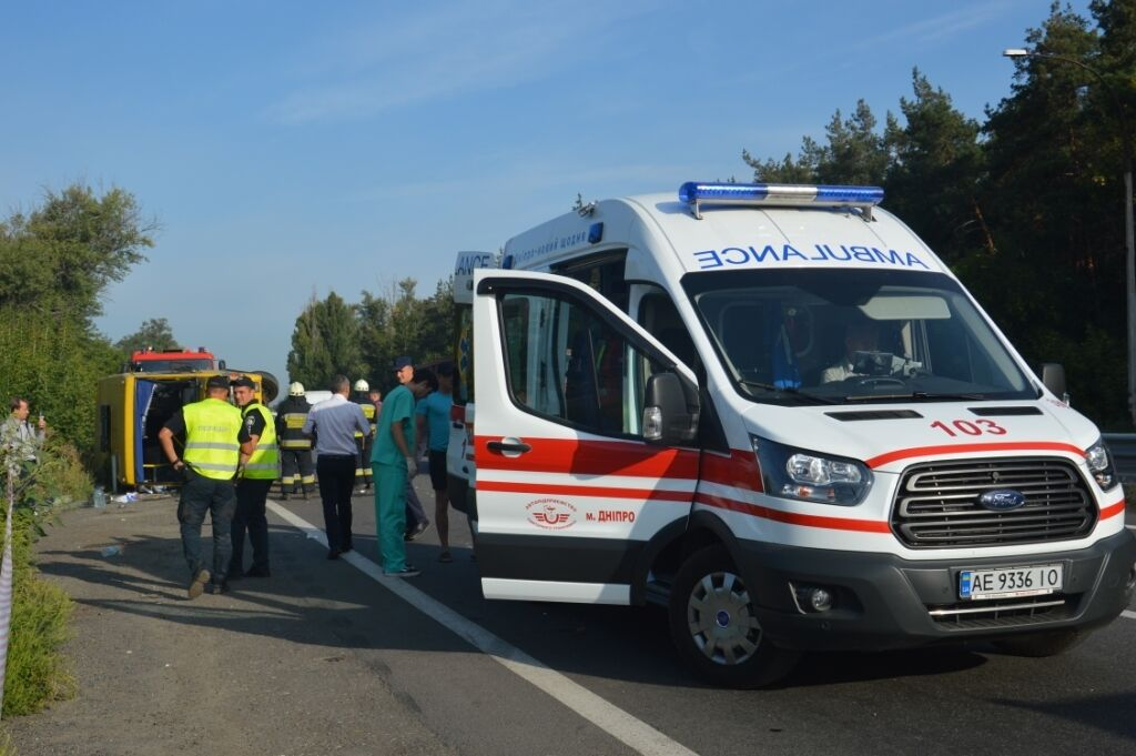 Под Днепром разбилась маршрутка с пассажирами: фото и видео с места ДТП