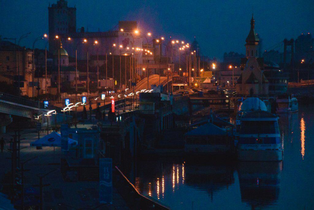 Завораживающее зрелище: рассвет на Почтовой площади