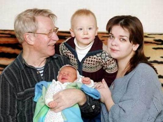 Иван Краско с первой женой и детьми