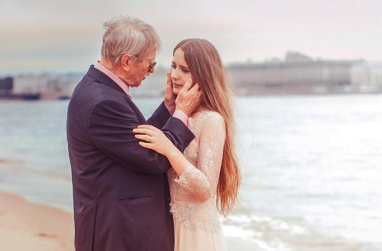 87-летний актер из России разводится с молодой женой: история брака и фото красотки