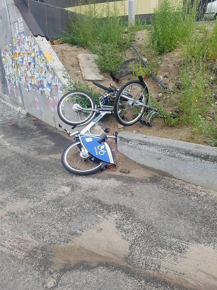 В Киеве разворовали пункты велопроката