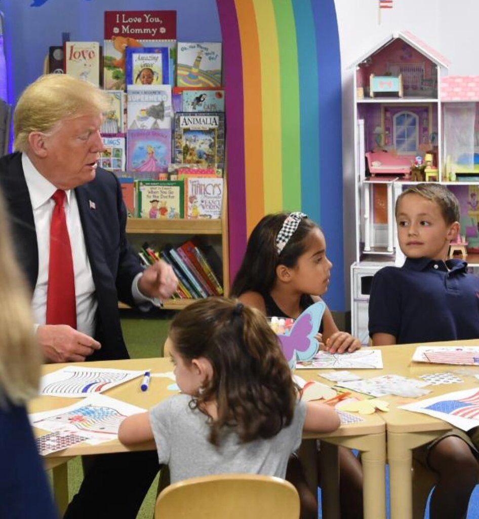 Трамп нелепо опозорился с флагом РФ