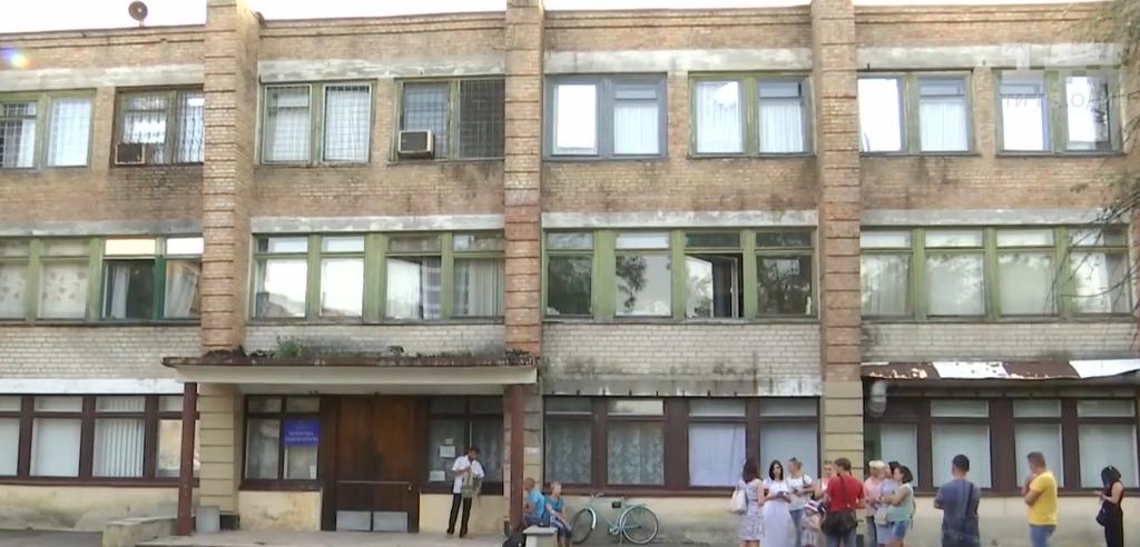 Нет живого места: на Днепропетровщине отчим зверски избил 4-летнюю девочку