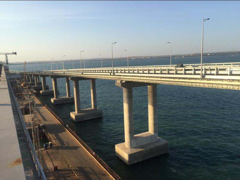 """""""Галюцинації"""": в мережі висміяли новий """"рекорд"""" Кримського мосту"""