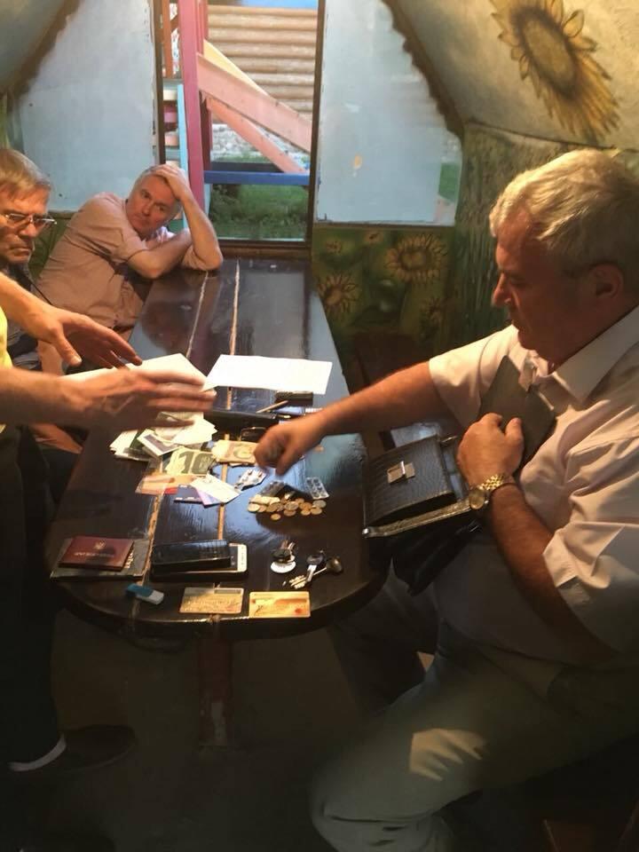 Чиновники на Киевщине попались на взятке в $30 тыс.