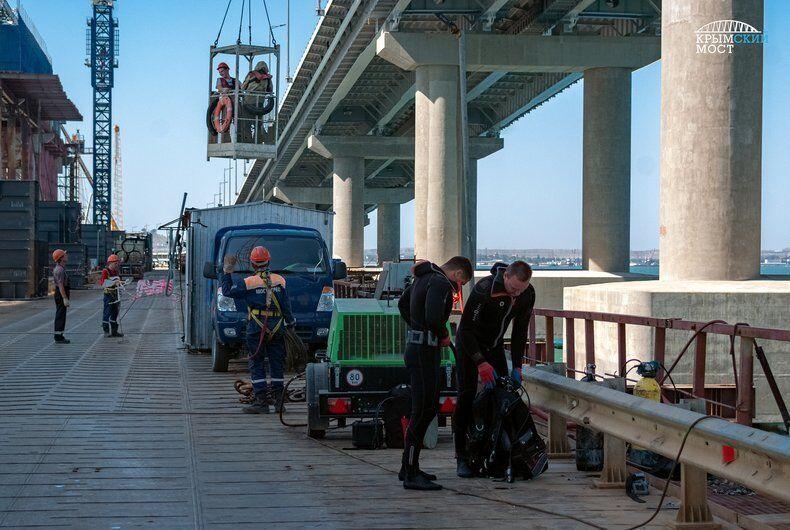 Крымский мост начали разбирать: что происходит