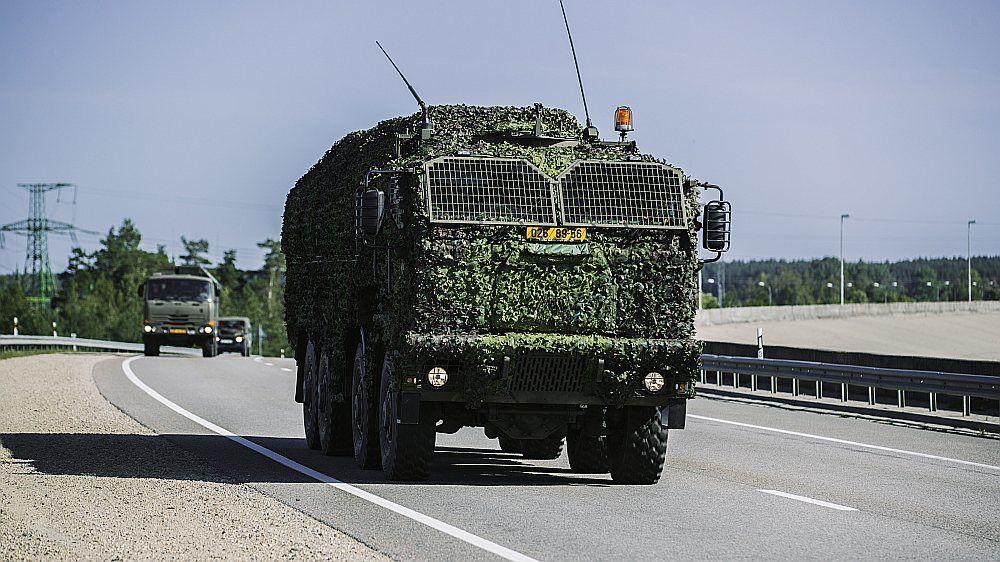 """""""Украинский сценарий"""": Латвия экстренно подняла войска"""
