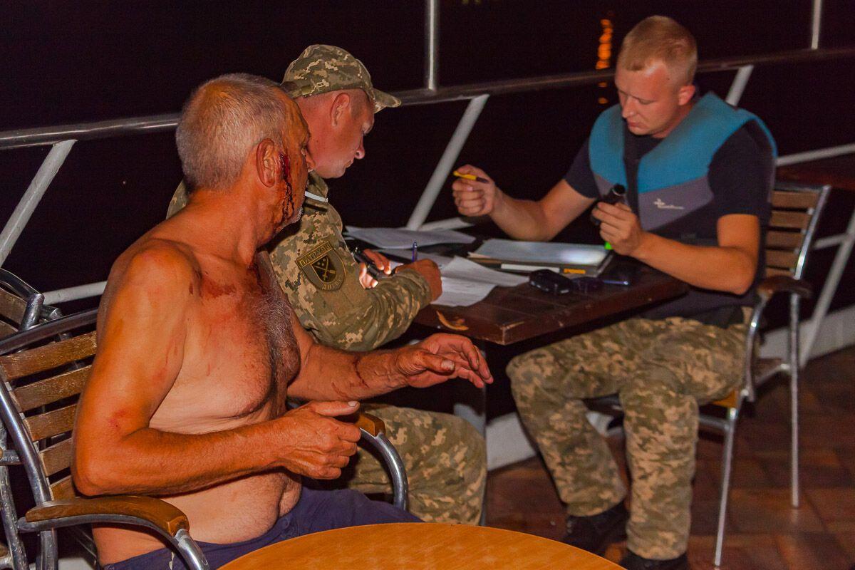 В Днепре катер с пьяным капитаном врезался в ресторан