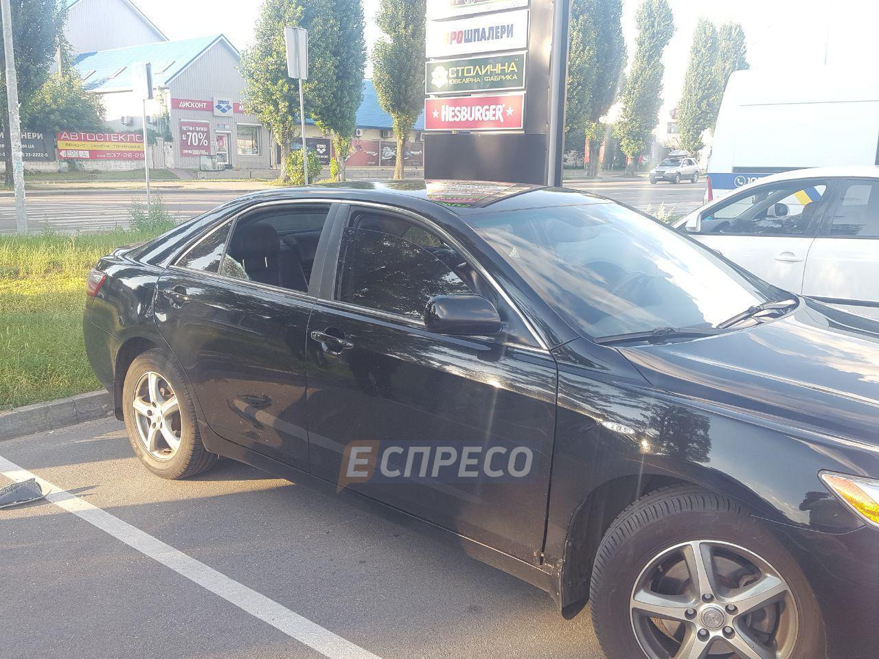 У Києві обстріляли автомобіль і викрали 2 млн