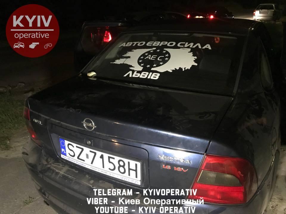 """У Києві на тротуарі зловили """"камікадзе"""" на авто"""