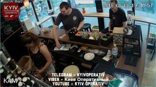 У Києві розшукують дуету шахраїв