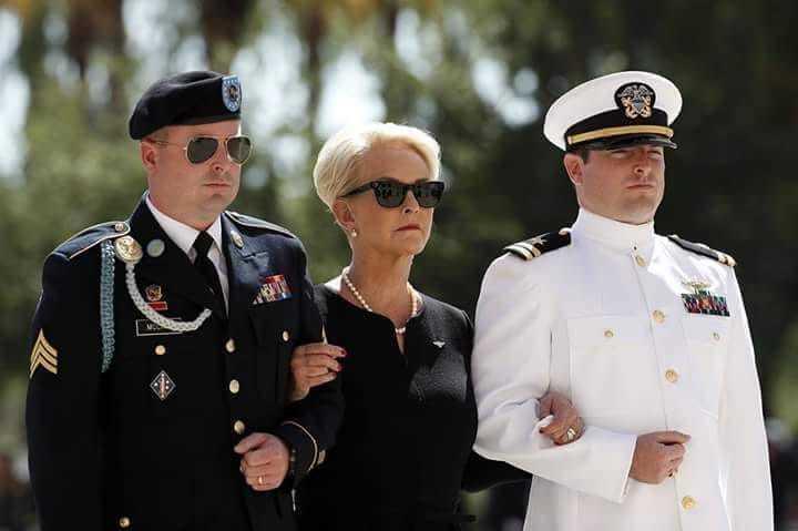 Прощання з Маккейном. Американського сенатора поховали на кладовищі Військово-морської академії США - Цензор.НЕТ 3599