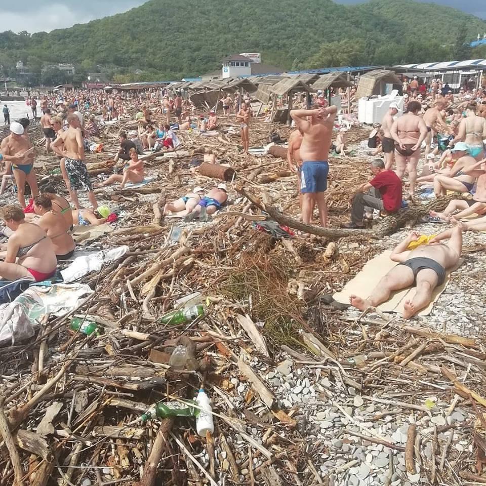 На відео потрапили росіяни, які відпочивають на сміттєзвалищі