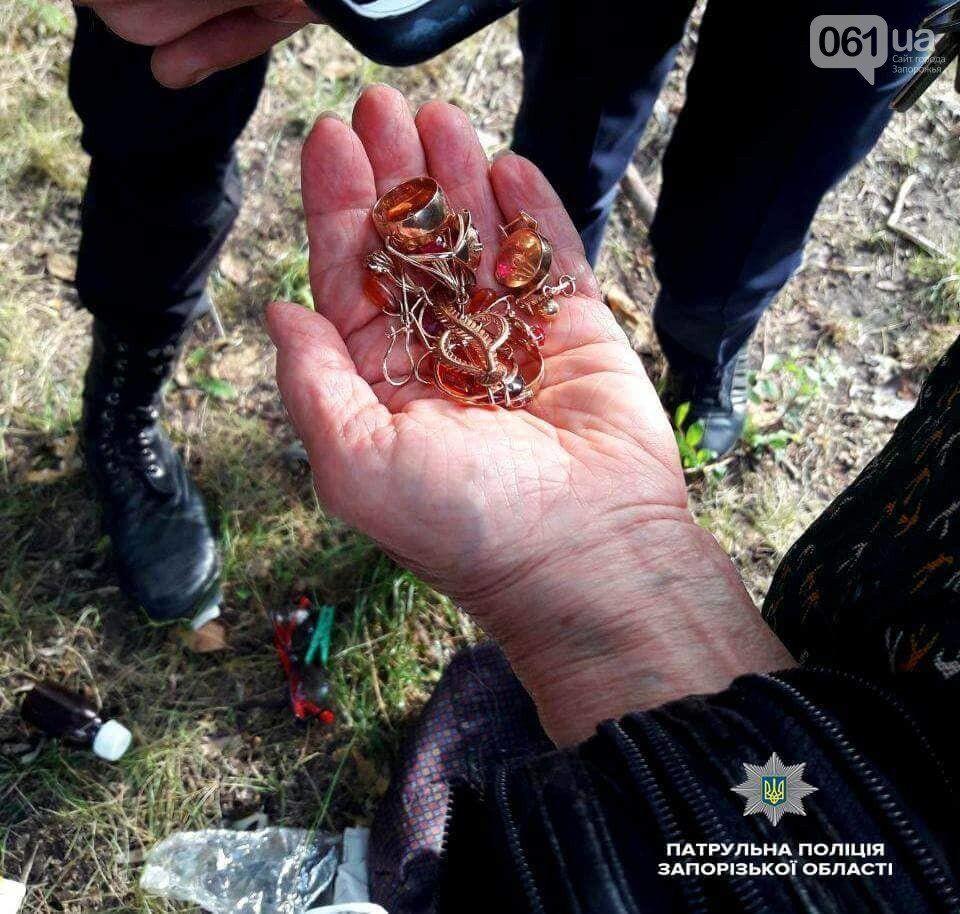 В Запорожье вор не заметил в украденной им сумке золото и более 6 500 долларов