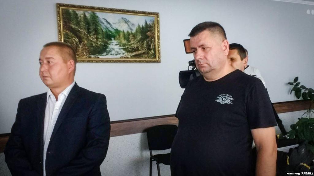 Олег Кизименко (справа) в зале Херсонского городского суда