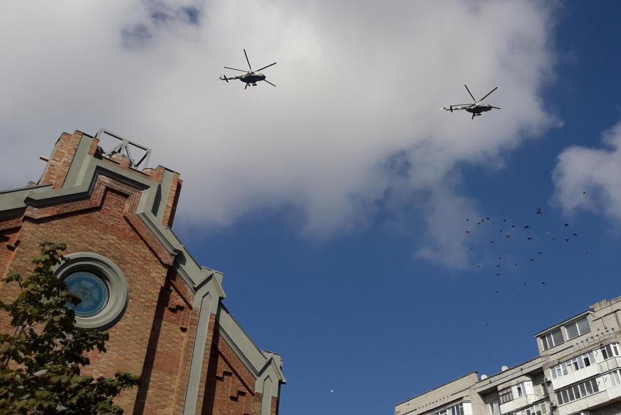 У небі над курортним Бердянськом помітили військову авіацію: що сталося