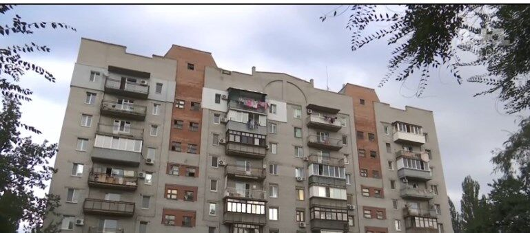 Девочка сорвалась с балкона 10-го этажа