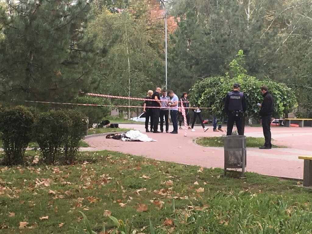 В центре Запорожья посреди сквера нашли труп