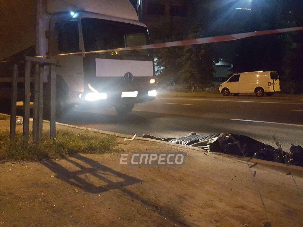 В Киеве нарушитель погиб под колесами Mercedes