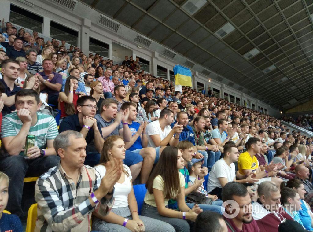 Зрители на матче Украина - Испания