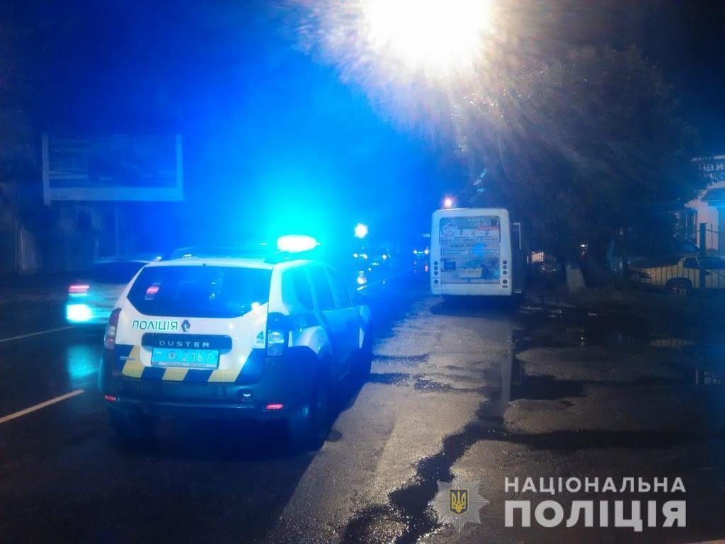 В Одессе маршрутка врезалась в опору: пострадали дети