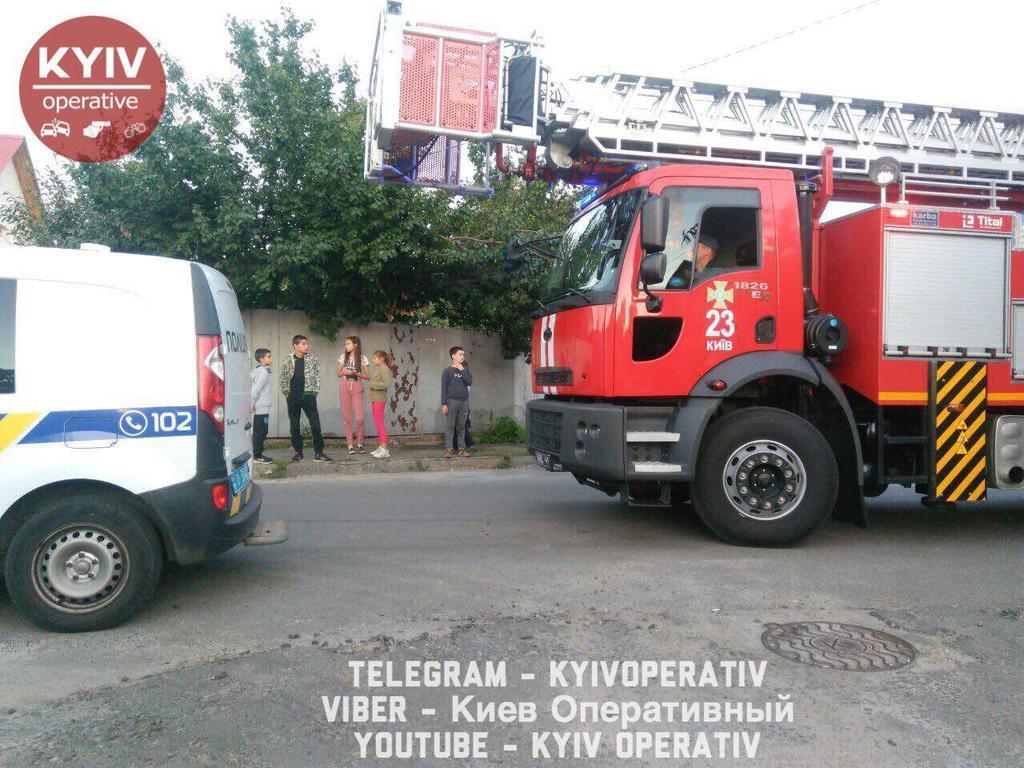 У Києві спалахнула сильна пожежа
