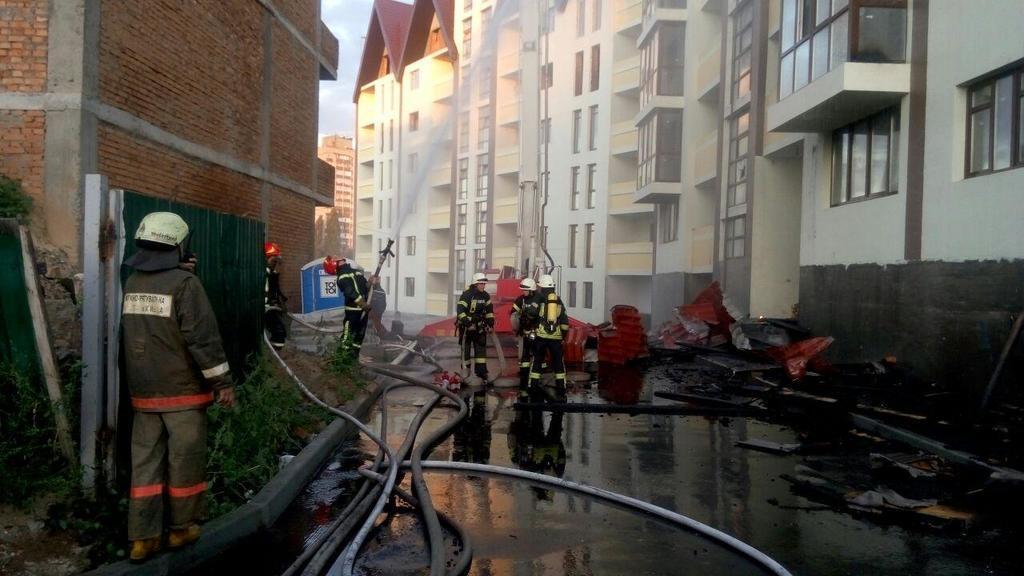 В Киеве вспыхнул сильный пожар