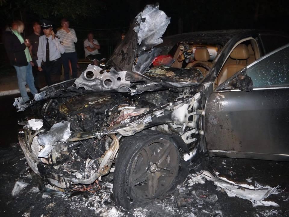 У Рівному підпалили Mercedes депутата-свободівця