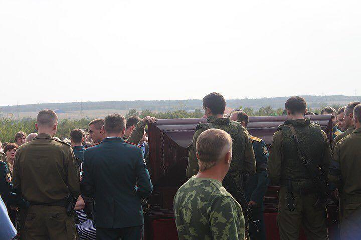 Гроб Захарченка открыли: первое фото