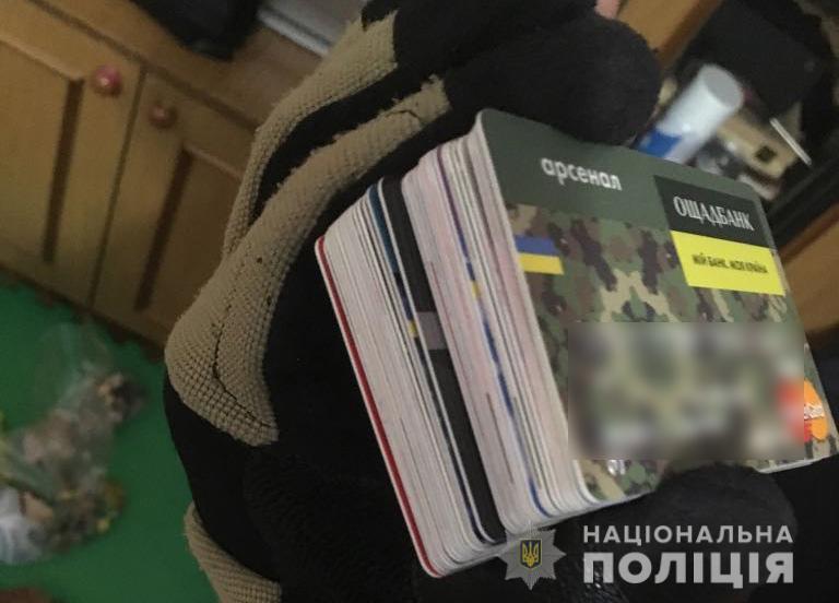 В Днепре разоблачили схему с банковскими картами на 400 тыс. грн