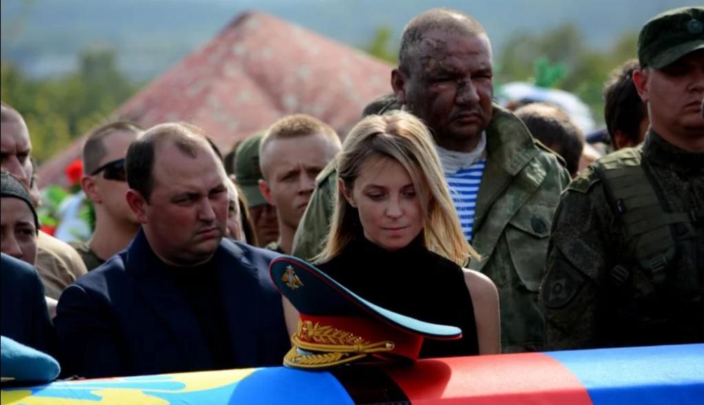 """Закопали на """"Донецком море"""": появились фото и видео с похорон Захарченко"""
