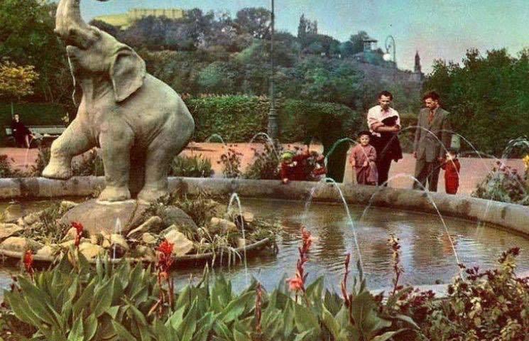 У Києві з'явилася незвичайна маленька скульптура: фото