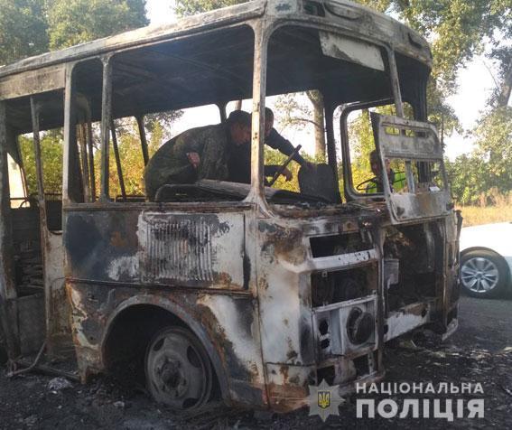 Вез 20 детей: на Сумщине сгорел автобус