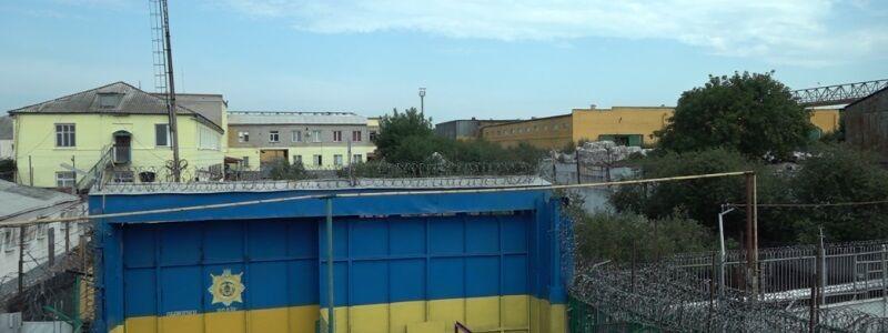 20 ходок и зарплата 800 грн: как живут опасные заключенные под Днепром