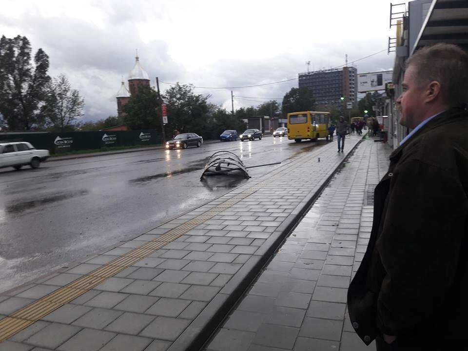 Затори та повалені дерева: з'явилися фото наслідків грози у Львові