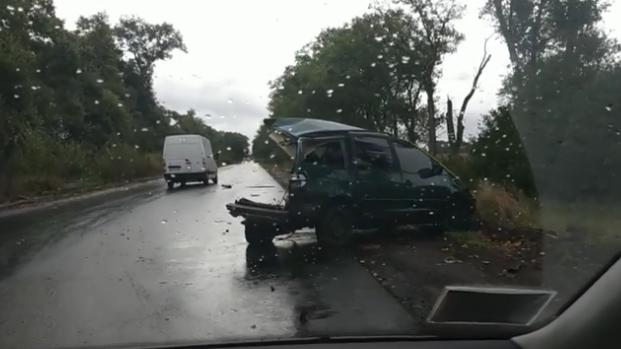Снесло полмашины: под Киевом произошло крупное ДТП с маршруткой
